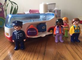 Playmobil bus with 4 passengers and suitcases