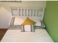 Duvet set including scatter pillows