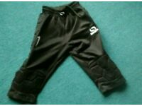 Goalkeeper 3/4 length trousers age 7-8