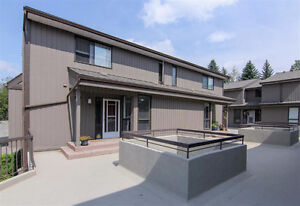 End Unit Townhouse in Lakeview 2 Bed + Den & Parking