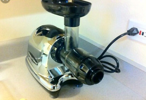 Omega juicer 8006 good working condition