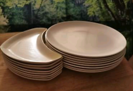 Poole Pottery 16pc cream dinner plate/side plate collection.