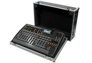 BEHRINGER X32 MINT CONDITION WITH ROADCASE