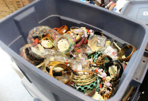 Super large bin of new Jewellery - hundreds of items