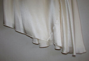 100% SILK Asymmetrical Cream Skirt - Size 3 - NEW with TAGS Gatineau Ottawa / Gatineau Area image 2