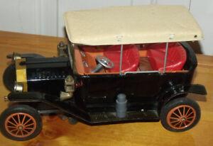 Auto à batterie en tôle (jouet ancien) fabriqué au Japon