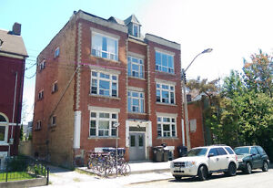 Spacious 4 bdrm in Kensington Area available July 1
