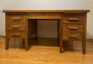 SOLID OAK DESK  IN GOOD CONDITION