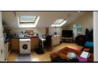 Lovely 2 bed modern penthouse furnished flat 100m Morrisons Kirkstall