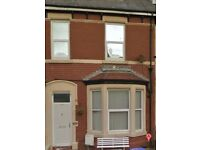 Clean and Tidy, North Shore, 2 Bed, S/C, Flat to Let in Quiet House