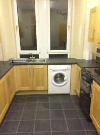 1 Bedroom extremely spacious Top floor flat dumbarton road g14