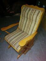 Chaise berçante tout en bois 50$ Livraison Possible