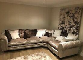 Corner sofa looks stunning bargin