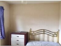1 bedroom available in a shared flat next to Heathrow Airport & Bath Road