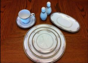 Perfect condition Noritake China - 8 Full place settings West Island Greater Montréal image 1