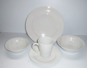 Gibson Home Noble Court 30-Piece Ceramic White Dinnerware Set