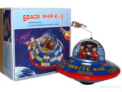 Flying Saucer Space Ship X-11 Tin Toy Windup