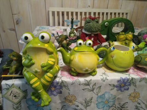 Collectible Frogs  figurines lot  Surprise package