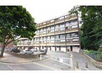 4 bedroom flat in Carlton Vale, Maida Vale, NW6