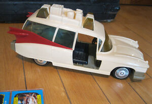 GHOSTBUSTERS INCOMPLETE CAR and CARDS