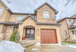 Freehold End-unit Townhome - 34 Townmansion Drive, Hamilton