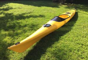 Sea Kayak 17' great condition (fibreglass)