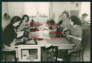 Foto - Frauen beim nähen - Nähmaschine - Pfaff - <span itemprop=availableAtOrFrom>Mönchhof, Österreich</span> - Die Rücknahmebedingungen können Sie der Artikelbeschreibung entnehmen - Mönchhof, Österreich