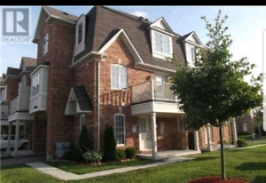 3 Bedroom 4 Bathroom townhouse for lease/rent