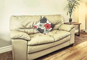 2 divans beige en cuir