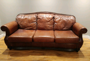 BEAUTIFUL GENUINE ITALIAN LEATHER COUCH