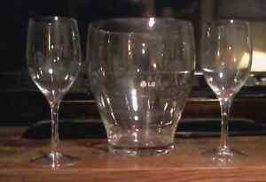 Wine ice bucket with glasses...new... $10 Kingston Kingston Area image 1