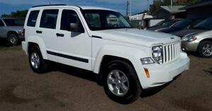 2010 Jeep Liberty Sport 3.7L V6 4x4!! Power Windows & Locks!!