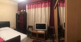 Single bedroom in Shepherd's Bush 550£/pcm all included