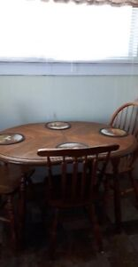 Kitchen Table + 2 chairs