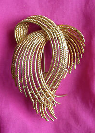 Antique Art Nouveau Gold Brooch