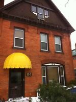 Beautiful 2 Bed apt, downtown, 1 min to bus, $1000+hydro