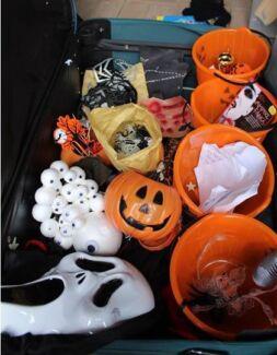 HEAPS of Halloween decorations!