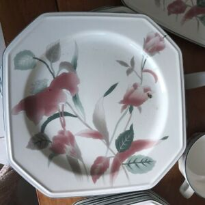 Mikasa Continental 'Silk Flowers' dinner set