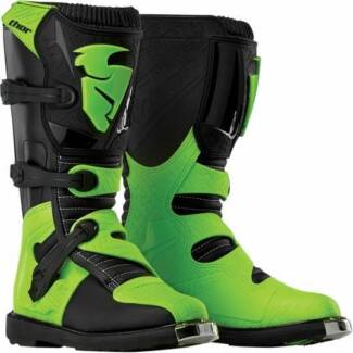 Thor motorbike boots Youth 6 size. brand new, dont fit $170