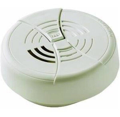 New FIRST ALERT Family Gard Smoke Fire Alarm Detector w/ 9v Battery FG200B FG200