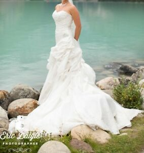 e5d89d8a938c Lace Wedding Gowns | Kijiji in Alberta. - Buy, Sell & Save with ...