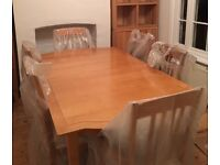 Beautiful Extending Oak Dining Table & 6 Chairs