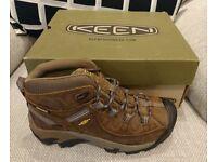 NEW Tracking shoes KEEN size 5