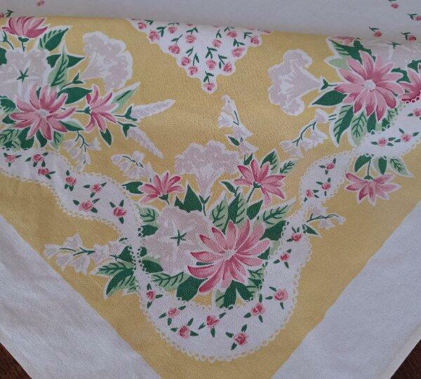 """Vintage Simtex Yellow Printed Cotton Tablecloth Pink Rosebuds 52"""""""