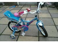 As new hardly used girls starter with stablezers suit 3ish to 5,ish lovely bike