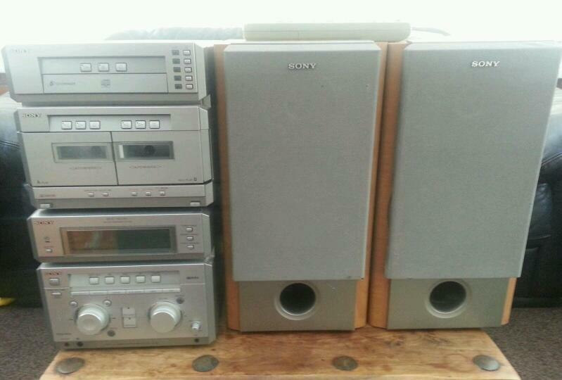 Sony, stereo cd and cassette player 5 cd changer with remote control