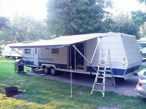 1979 Holiday 33 Foot Trailer