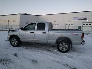 2004 Dodge ram 1500 HEMI 4x4 *** SELLING AS A PARTS TRUCK ***