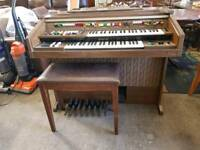 Yamaha electric organ in excellent condition