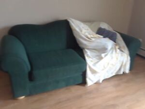 MOVING SELLING GREEN COUCH